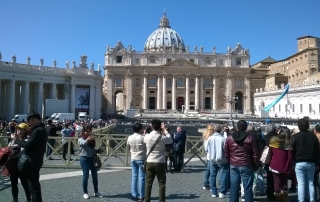 bazilika_sv_petra_priecelie_vatikan